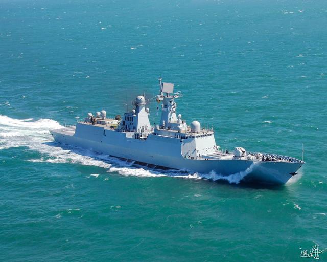中国渔船东海失火 海军舟山舰成功救援受伤渔民
