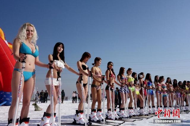 演比基尼滑雪秀
