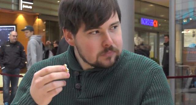德男子创吃卷饼最快世界纪录 1分42秒吃1个