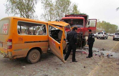 王概:庆阳校车事故是否是面包车葫芦面包案?