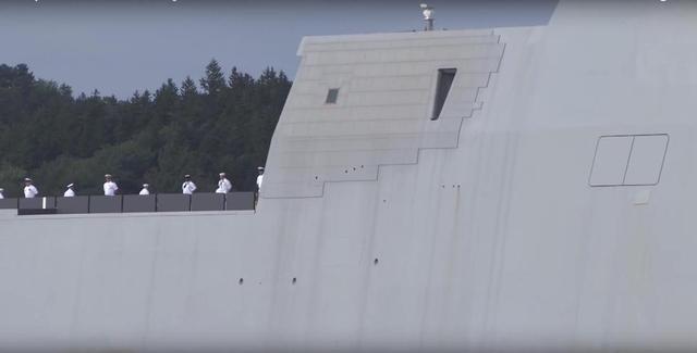 美军科幻战舰首次远航趴窝 被拖回军港