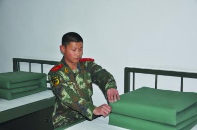陈启洋,20岁,2011年入伍,现任徐州市消防支队泉山大队侯山沃中队一班战士。