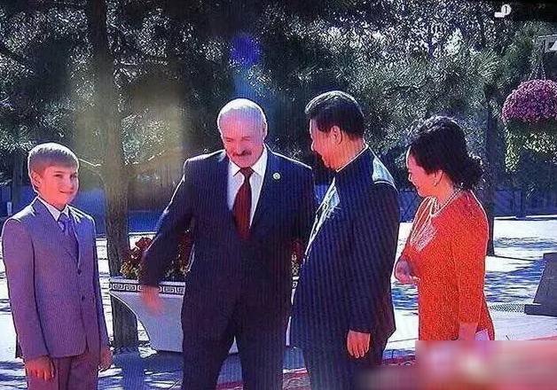 阅兵仪式上的白俄罗斯小王子:360°转身萌翻了