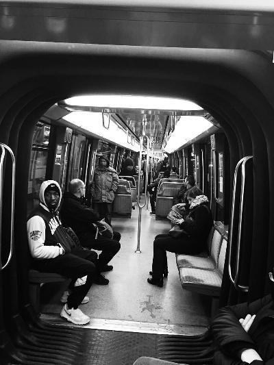 中国女留学生巴黎地铁内遭羞辱 两次被打