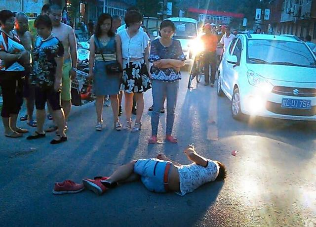 安徽小伙车祸后倒地无人理 打120自救(图片)