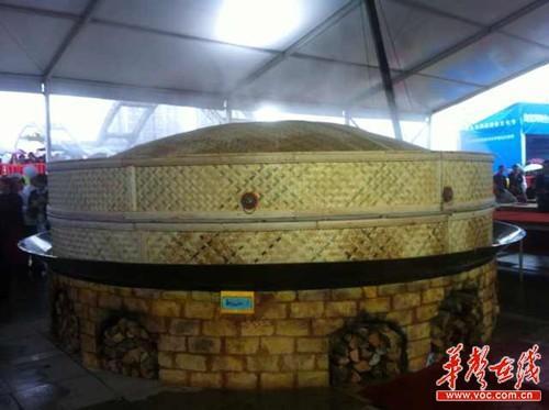 世界最大盘蒸菜出炉 6位师傅花1个月制成最大蒸笼