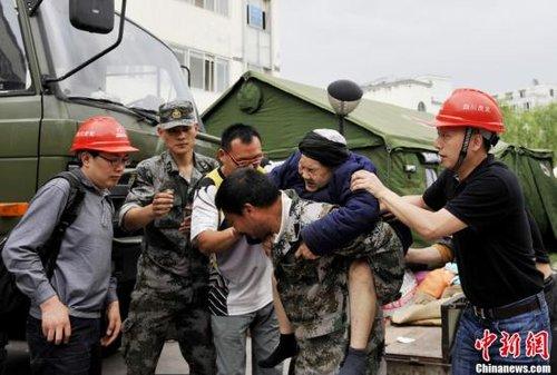 四川雅安地震造成157人死亡 大量房屋倒塌损坏