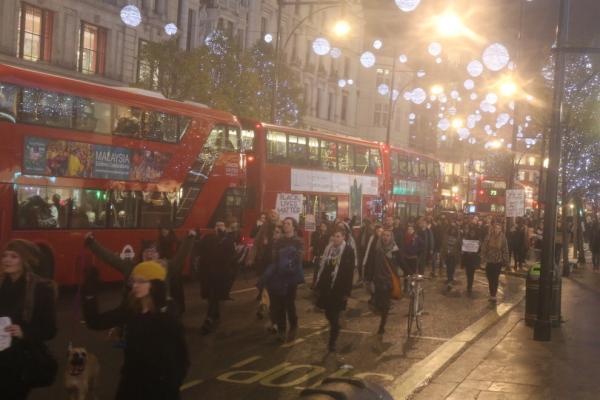 弗格森案抗议蔓延至英国 伦敦中心道路一度瘫痪