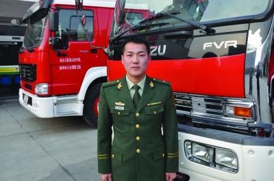付一帆,26岁,江西抚州人。现任江苏省公安消防总队徐州市消防支队泉山大队侯山沃中队排长。