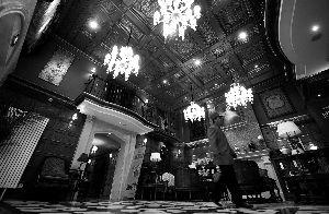 顶秀美泉假日酒店内饰装修主打欧式浪漫风。