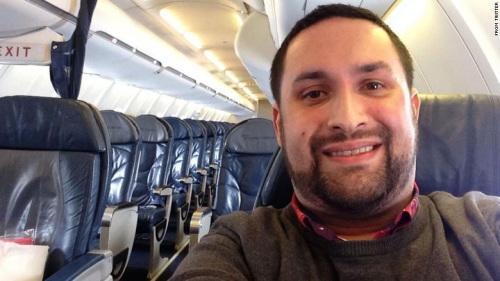 男子登机后发现仅其一名乘客 兴奋自拍留念