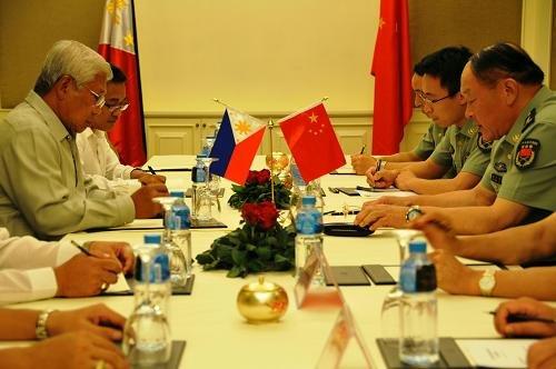 图:梁光烈会见菲律宾国防部长