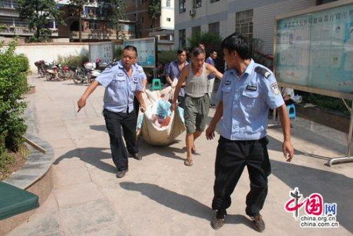 云南彝良两次5级以上地震已致63人遇难(图)