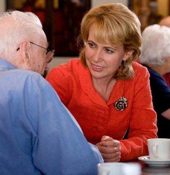 新闻人物:被袭击的主张一名改革的民主党女议员吉佛兹