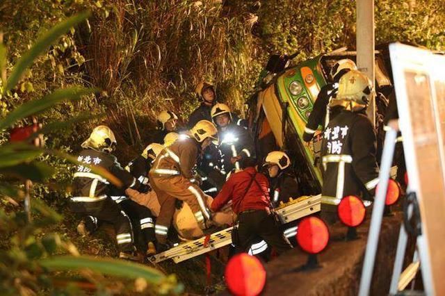 台游览车翻车34人遇难:无大陆游客 警方确认超速