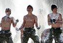韩特战队员赤膊雪地训练