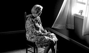 英国百万老人长期孤独 英卫生部长:应学习中国