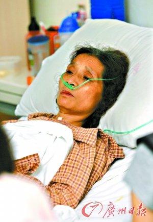 7月21日,陈玉莲躺在中南医院的病床上,显得很虚弱。本报特派记者骆昌威 摄