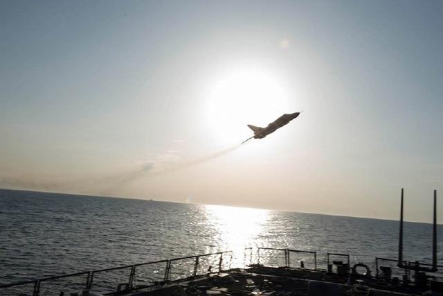 美国指责俄军机在该国驱逐舰旁飞过 遭呛声