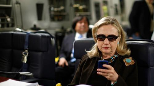 """FBI:维持不建议就""""邮件门""""起诉希拉里的结论"""