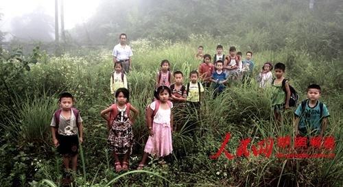 湖南新化一学生4年无民房小学租名称上课(图qqv学生校舍小学图片