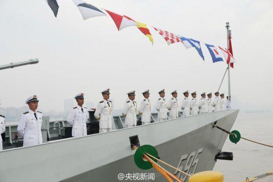 中国海军一天内接连服役2艘056护卫舰