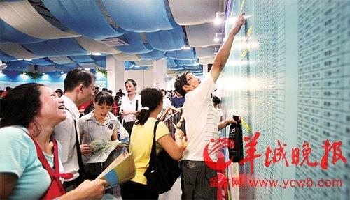 广州近年推出多个保障房项目,受到市民欢迎 羊城晚报记者何奔摄