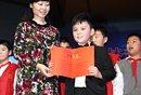 陈光标儿子为福利院捐物