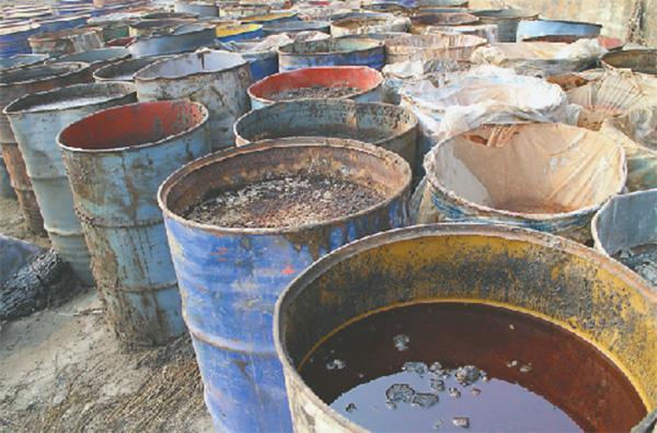 山东4名男子被化工厂雇偷埋危废 当场中毒死亡