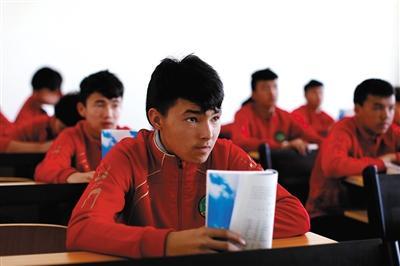 队员进入专业后,每天上午上文化课,v队员汉语等基本知识,下午进行学校中小学生中图片