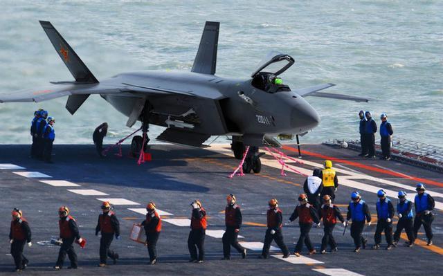 歼20上舰是中国航母对美形成优势的唯一机会