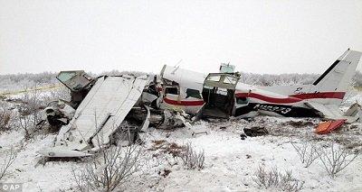 2 美国阿拉斯加一架小型飞机11月29日傍晚失事,机上10人4人死亡,其中包括一名5个月大的婴儿。