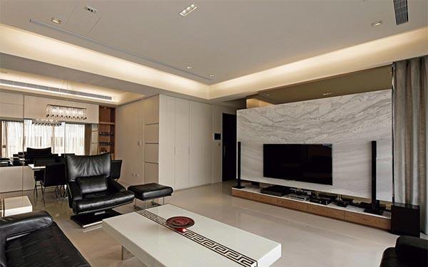 从玄关起始处,l型的镜面线条转折向后延伸,与客厅银狐大理石电视墙共