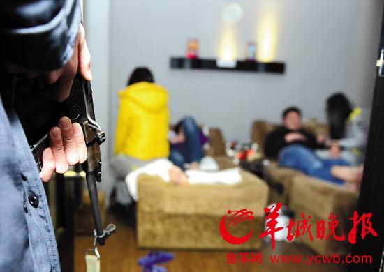"""广东两市扫黄抓108人 骗子利用""""东莞热""""诈骗"""