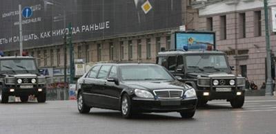 普京专车爆胎被误认为遭恐怖袭击(组图)