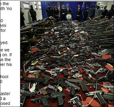 美卡姆登市民众在枪击案后主动上缴1137支枪械