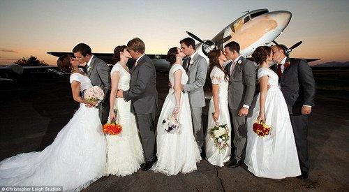 婚礼在一家飞机博物馆举行