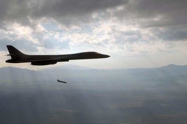 美军B1B试射远程反舰导弹:海上战力将飞跃