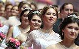 莫斯科举办盛大维也纳舞会 颜值高场面奢华