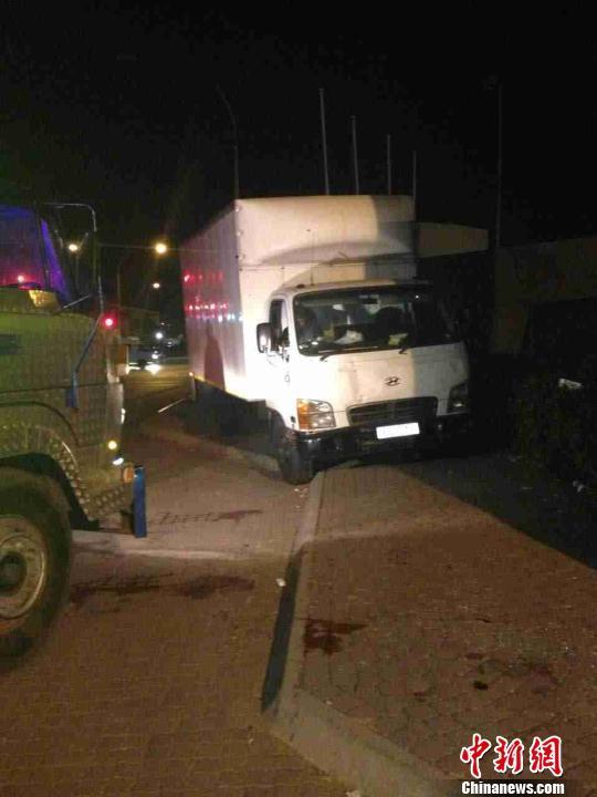 遭到武装劫持的货车。 南非华人警民合作中心 供图 摄