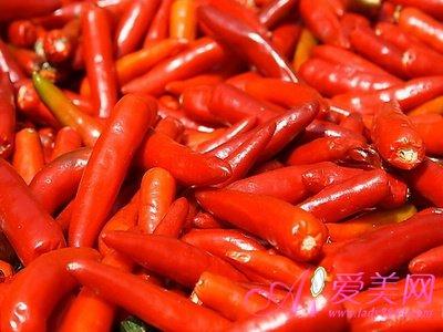 抗微生物的作用,从而能增强人体 因此,冬季常吃红色食物,不仅有
