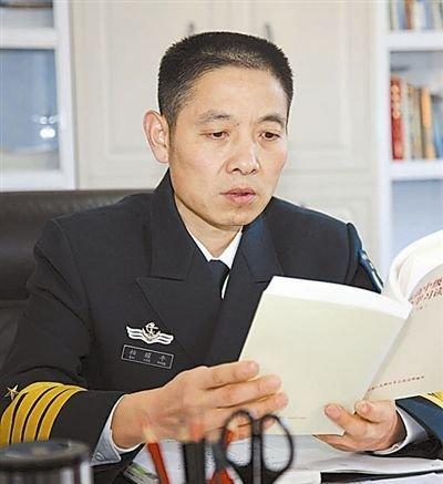 外媒猜测柏耀平大校将是解放军首位航母舰长