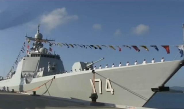 中国6艘主力舰赴南海军演 美叫嚣派军舰进驻黄岩岛