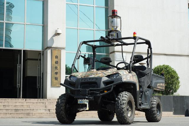 我国研制的无人车完成复杂路况行驶试验高清图片