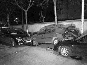 酒驾司机连撞7车跑路 躲餐馆扮厨师炒龙虾(图)