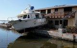 """飓风""""艾尔玛""""过境惨状 轮船上房飞机翻身趴"""