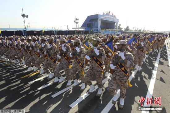 伊朗举行大规模阅兵 新型远程导弹亮相