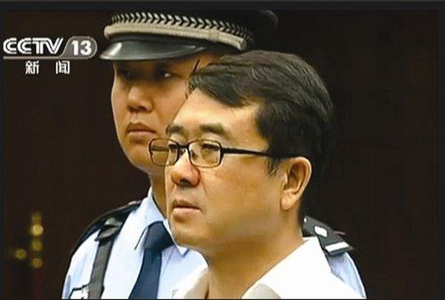 图为:王立军在庭审中(央视截图)