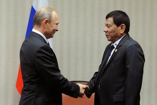 杜特尔特:普京愿卖武器给菲律宾 还买一送一