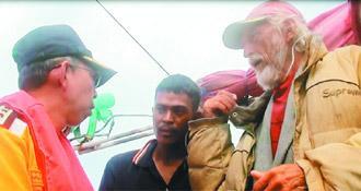 没钱返乡 俄老翁自制竹筏出海漂流被台船救起
